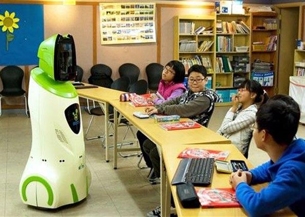 As aulas são ministradas remotamente por professores reais