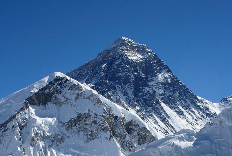 Monte Everest agora com acesso à internet.