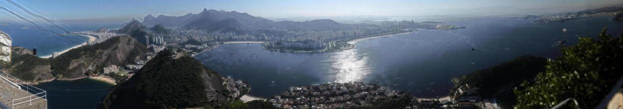 Fotografia completa tirada de cima do Corcovado, no Rio de Janeiro.