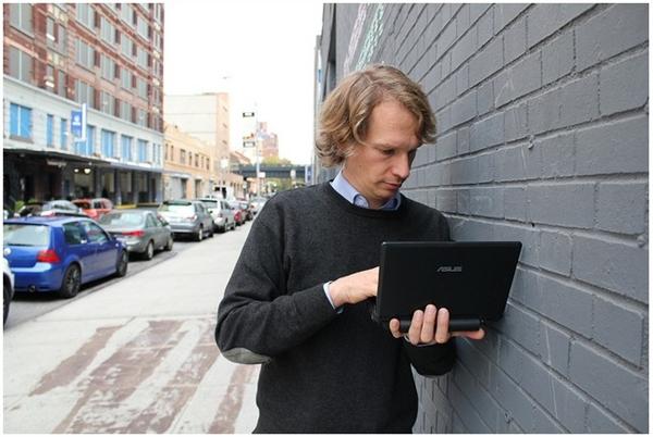 Você plugaria seu netbook em um pendrive público?