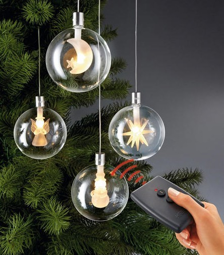 Ligue as bolas de Natal sem tocá-las.