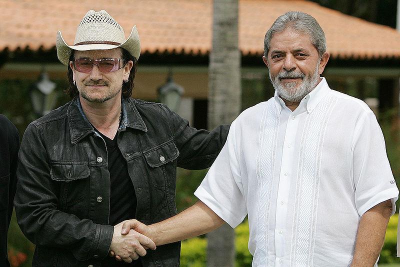 Bono e Lula compartilham a foto.