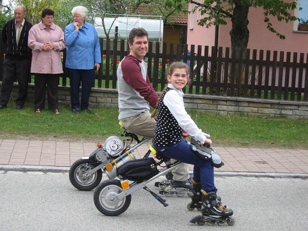 FlyRad, monociclo conduzido em várias posições.