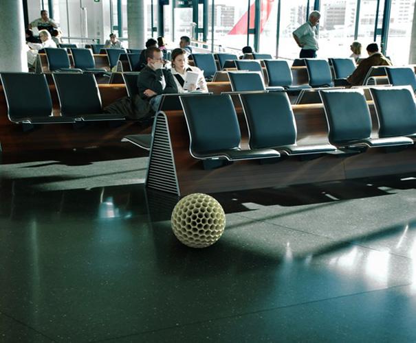 Computação gráfica do Dust Ball fazendo a limpeza em aeroporto