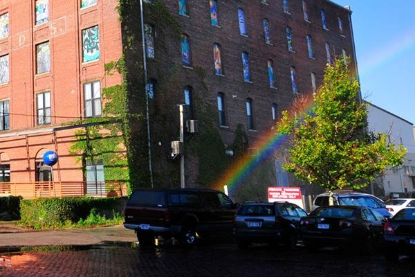 Arco-íris criado artificialmente pelo artista