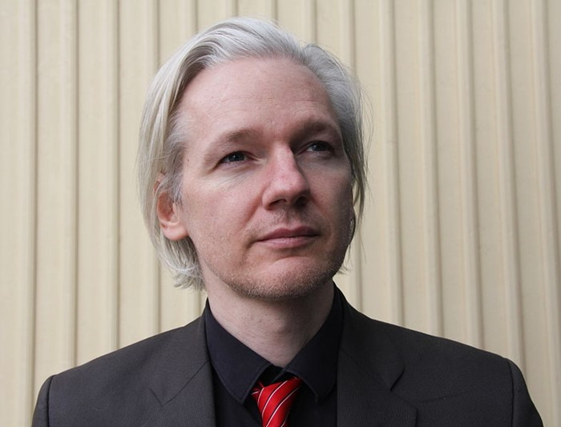 Julian Assange pretende contar a história do polêmico Wikileaks.