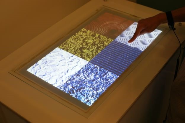 A touchscreen que toca você