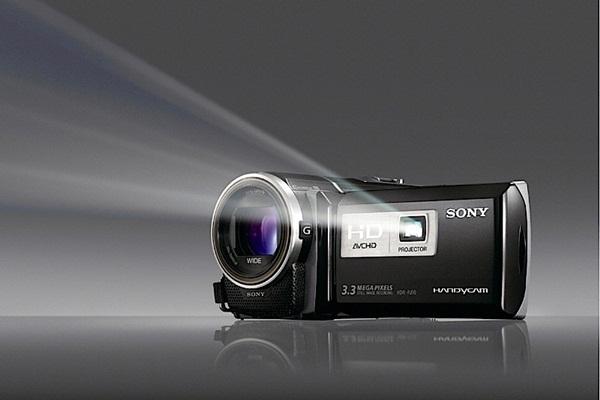 Série Sony HDR-PJ conta com projetor na parte frontal do painel LCD