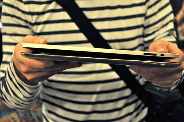 Comparação entre o iPad atual e o modelo falso do iPad 2