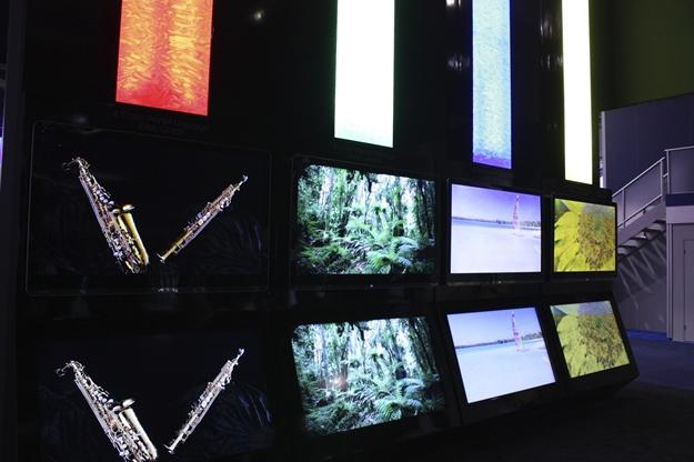 Exibição da Quattron durante a CES 2011.