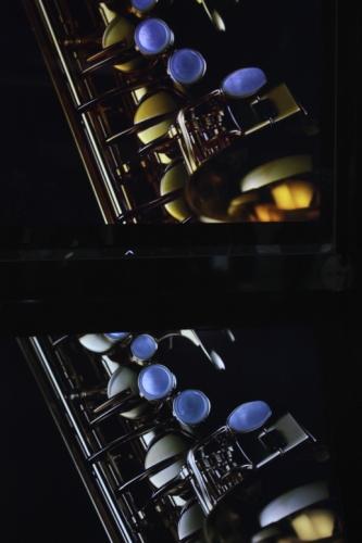 Comparação de duas telas, uma com tecnologia Quattron.
