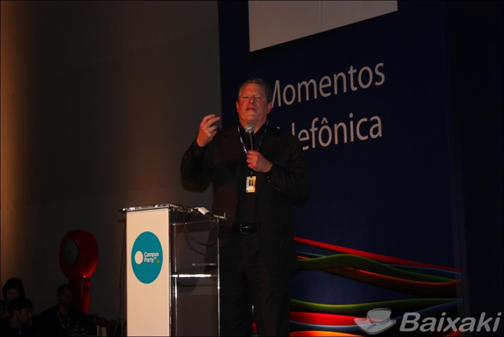 Al Gore se mostrou solidário com as vítimas das enchentes no Rio de Janeiro
