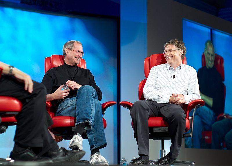 Jobs e Gates riem juntos.