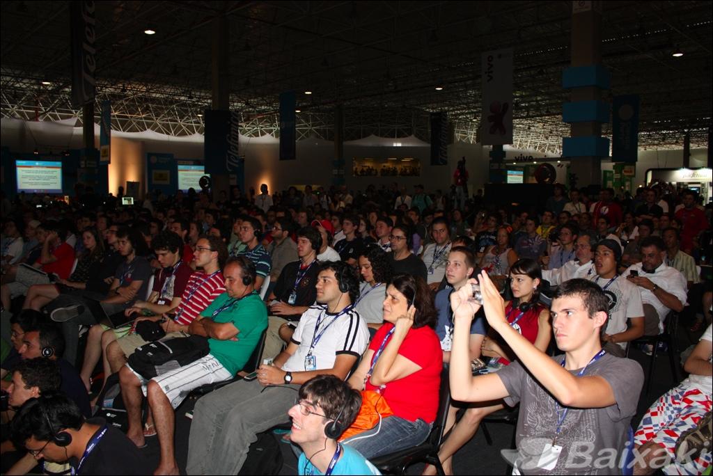 Público acompanha palestra