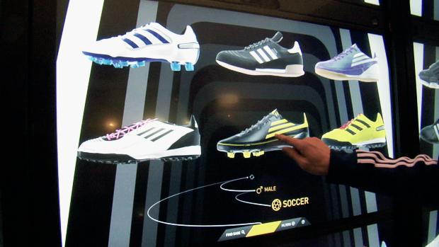 adiVerse Virtual Footwear Wall. Fonte da imagem: Fast Company.