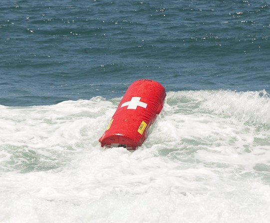 Robô salva-vidas se parece com uma bóia com sistema de propulsão