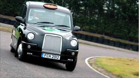 Táxis movidos a hidrogênio e eletricidade.