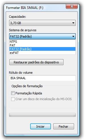 Escolha a opção FAT32 ao formatar o pendrive no Windows