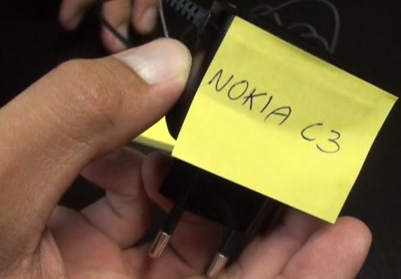 Identifique cabos e acessórios.