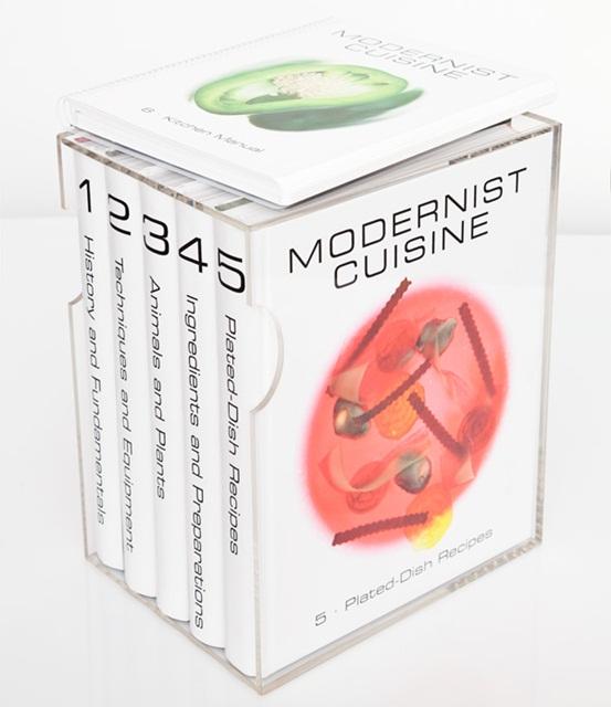 Conjunto com os cinco volumes do Modernist Cuisine