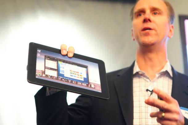 Protótipo de plástico do que será o tablet da Dell