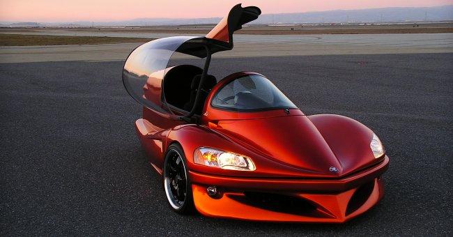 Parece um avião, mas este é um carro movido a vapor de gasolina.