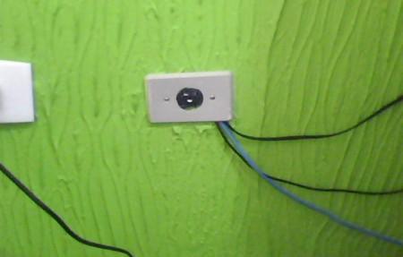 Um furo na parede custa menos que um acessório original da Microsoft.