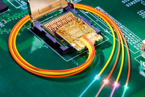 Padrão utiliza fibra ótica na transmissão