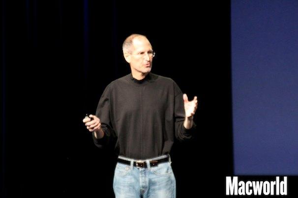 Steve Jobs no palco da conferência