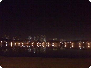 Foto tirada à noite.