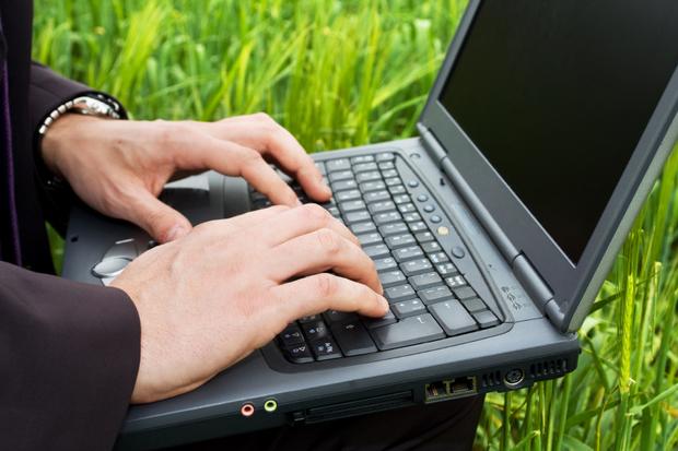 Acessar a internet em espaços públicos já virou rotina