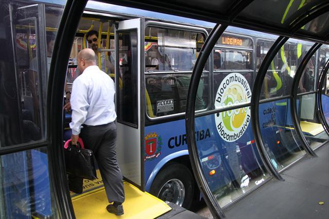 Ônibus nas estações tubo