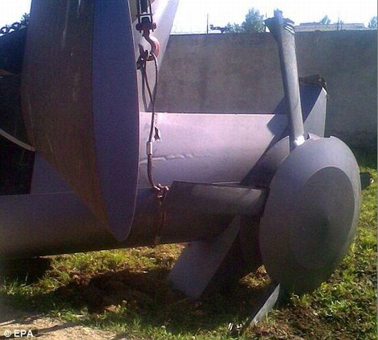 Destroços de um dos helicópteros utilizados.